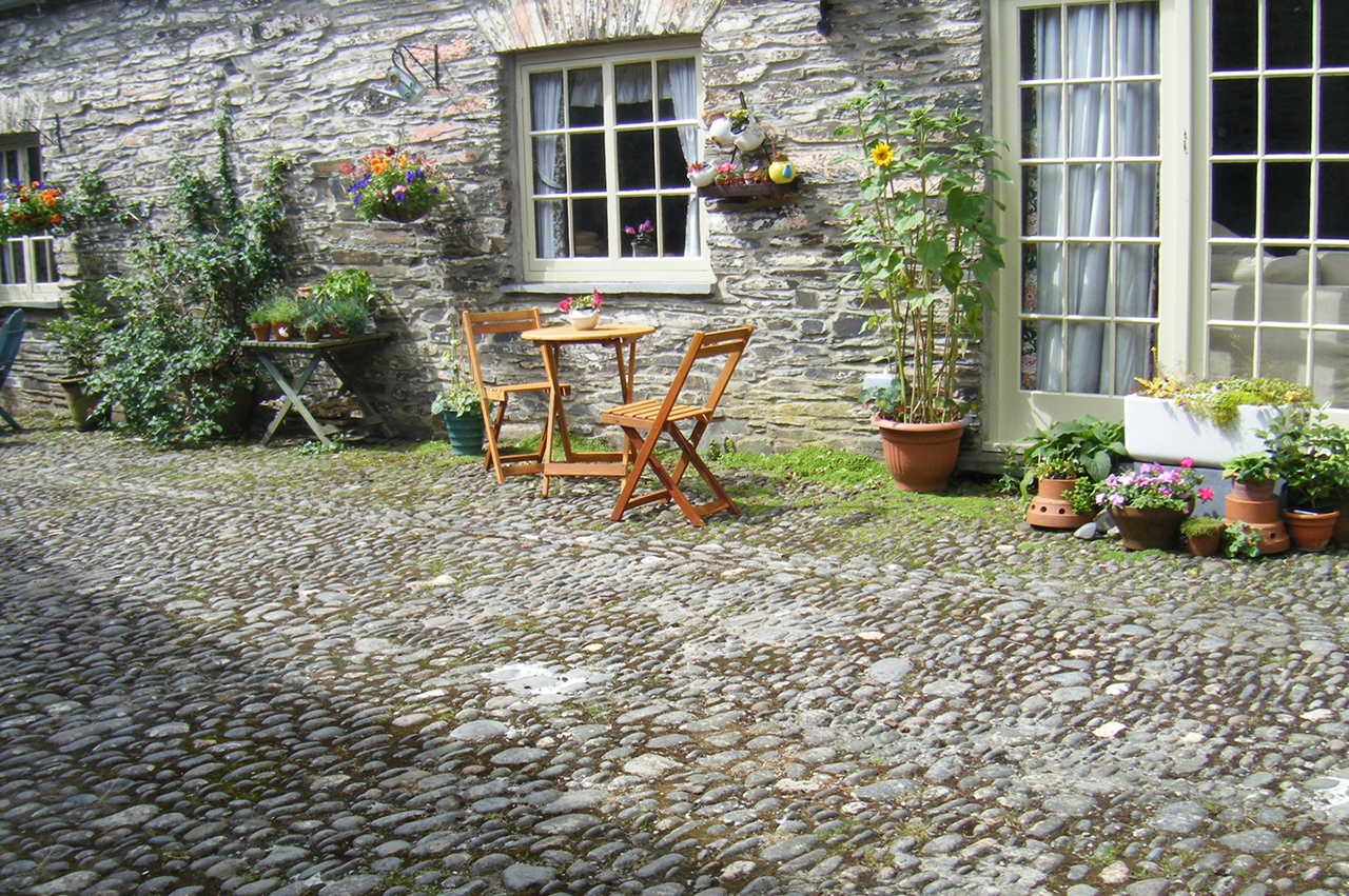 holiday-cottage-wales-thestables-outside