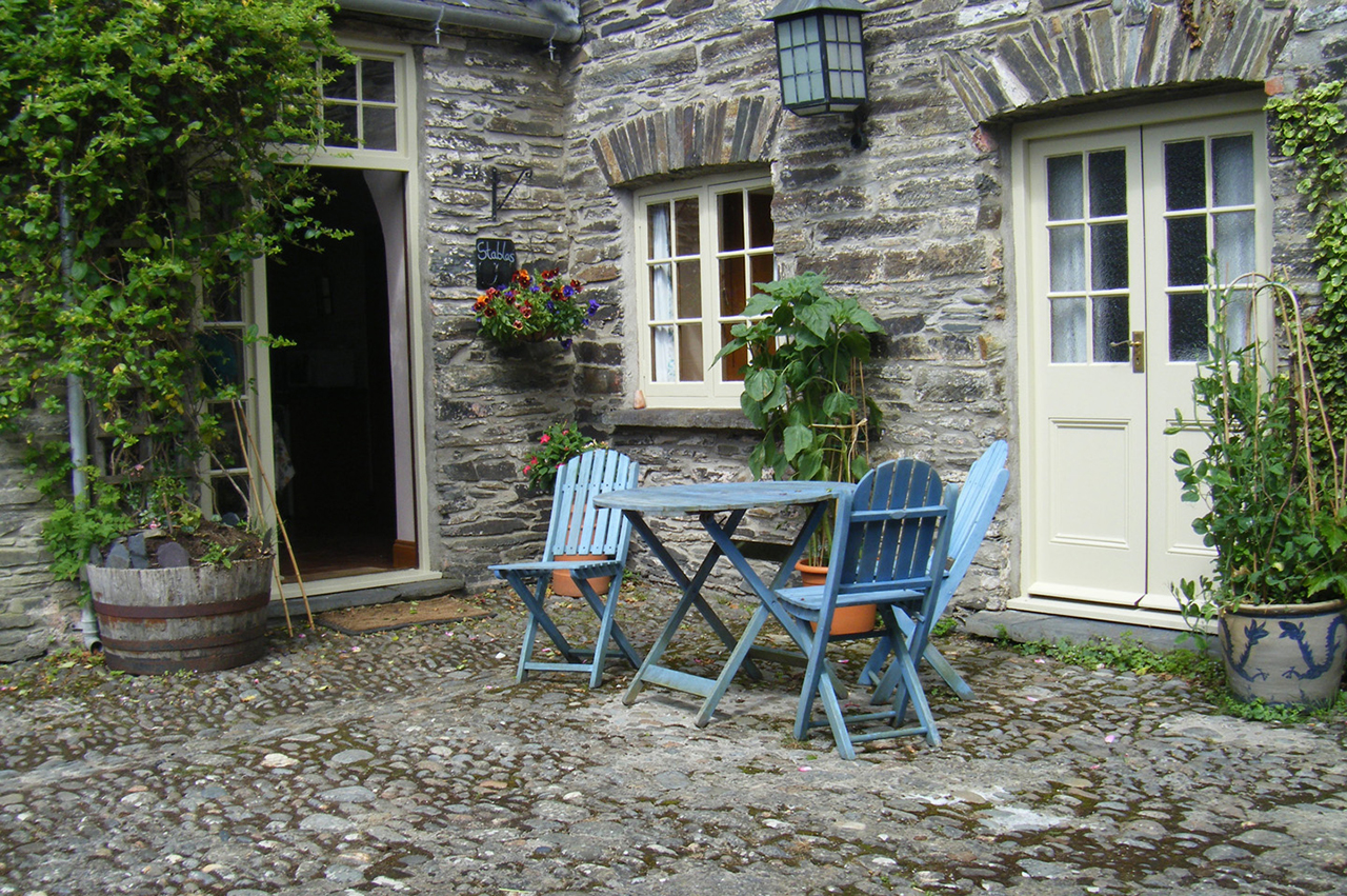 holiday-cottage-wales-thestables-room-entrance